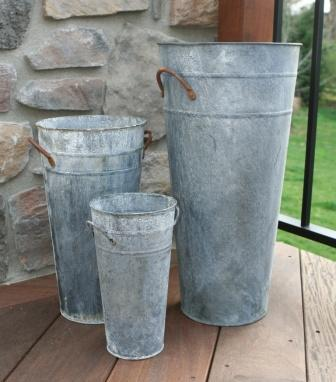Aged french flower bucket weathered finish barn for Large galvanized buckets for flowers